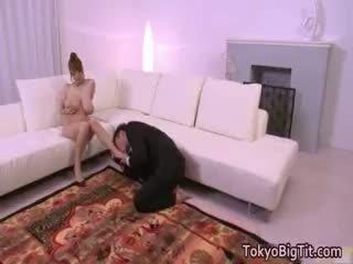 لطيف امرأة سمراء, راقب اليابانية أنت, أنت كبير الثدي