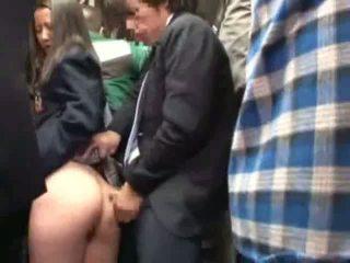 تلميذة متلمس بواسطة stranger في ل crowded حافلة