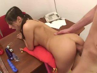 Pequeñita adolescente anal 2