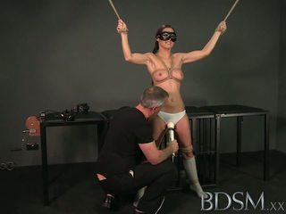 Bdsm xxx tied augšup sub beauty gets masters pilns uzmanība uz apakšzemes cietums pirms squirting
