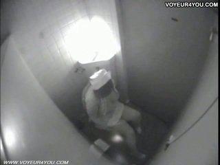 שרותים masturbation secretly captured על ידי spycam