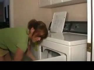 Amateur MILF fuck on laundry machine