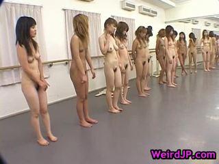 巨人 日本語 輪姦 11
