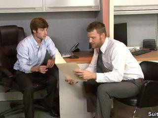Stress relief në the zyrë
