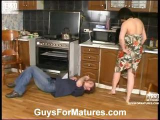 Laura und mike leggy mamma drinnen actionion