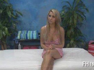 Hyvin seksikäs 18 vuosi vanha sievä