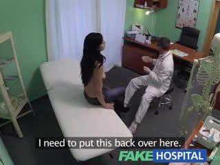 Fake νοσοκομείο squirting μητέρα που θα ήθελα να γαμήσω wants breast implants και gets ένα εκσπερμάτιση μέσα ένεση αντί