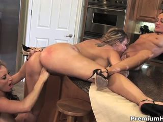 Krūtinga lesbina housewives michelle padėti, kayla quinn ir savannah jane