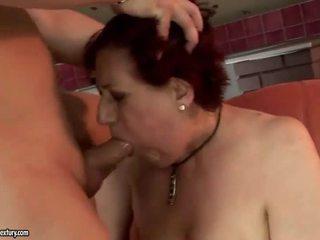 Nagyon kövér nagymama getting szar kemény