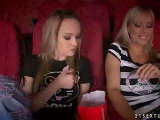 Sandy și blue inger having sex în cinema