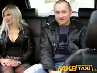 Faketaxi aviomies watches vaimo getting perseestä