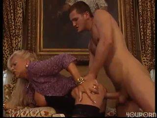 Възрастни жена прецака от стъд