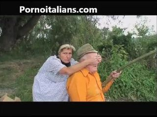 Old slut does bukkake to old outdoors - vecchia fa pompino al nonno