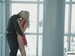 มาก ร้อน ผู้หญิงสวย mia malkova shows เธอ เซ็กซี่ ร่างกาย และ เขา gets