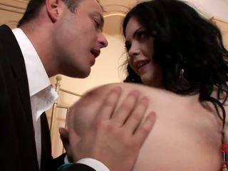Мастен и закръглени проститутка surprises тя клиент в на хотел стая.