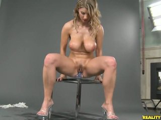 Pieptoasa natural titted katerina masturband-se