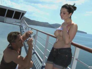 Angell summers - bj, anal et éjac après photshoot sur une cruiser (hd)