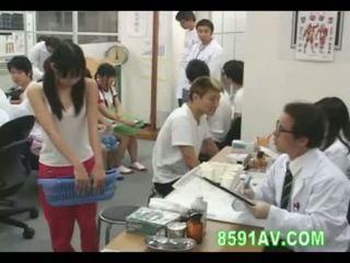 여학생 shamed physical examination 08