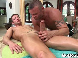 Super szexi guy gets szexi test massages