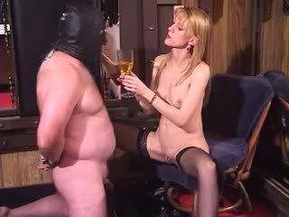 Nghịch ngợm cô gái tóc vàng mẹ tôi đã muốn fuck dominatrix kỳ lạ femdom piss uống