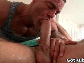 Admirable con trai receives tuyệt vời đồng tính massage và sự nịnh hót