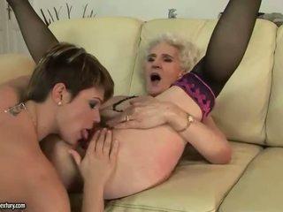 Abuelita enjoys lesbianas sexo con joven chica