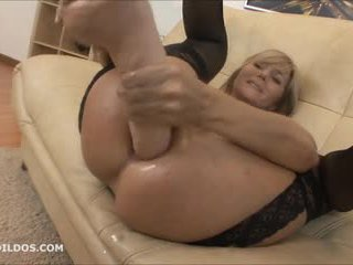 Grande brutale anale dildo e squirting