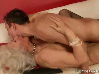 חם חזה גדול סבתא מזיין a נער