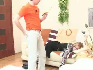 Pijani spanje mama analno zajebal video