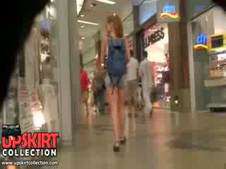 Này là chỉ một chung nghiệp dư bé wearing các ngắn quần short nhưng cô looks như vậy wonderful