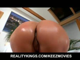 Simone shows her big booty off