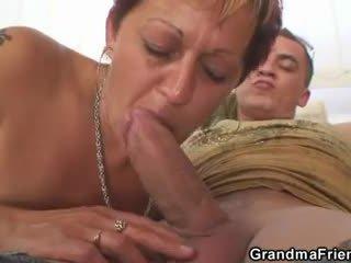 못된 할머니 takes two dicks 에 한 번
