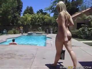 Alexis texas rides a çişik sik after taking a duş video