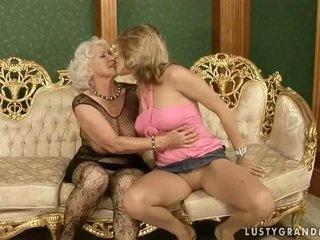 Menarik remaja loves seksi perempuan tua