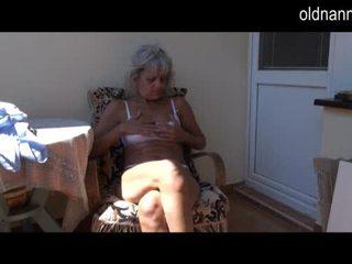 Nerātnas vecāks vecmāmiņa masturbācija ar rotaļlieta video