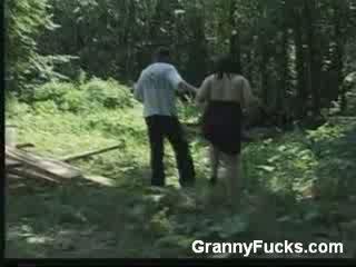 דרך הפה, אישה, ישן יותר, סבתא