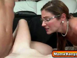 Ava hardy got pounded nga të saj step-mom me strap në