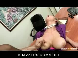 أقرن big-tit شقراء office-slut الاباحية abbey brooks fucks قضيب