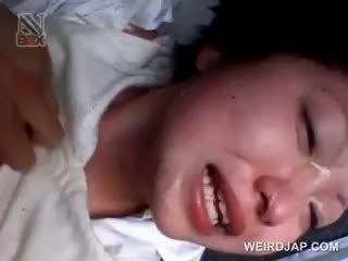 Aziatike shkollë vogëlushe gets sexually e abuzuar në një van