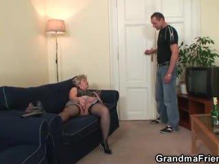 סבתא takes two cocks לאחר masturbation