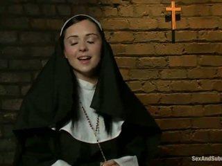 Erotisch nonne has tied nach oben und bumped rauh von two persons
