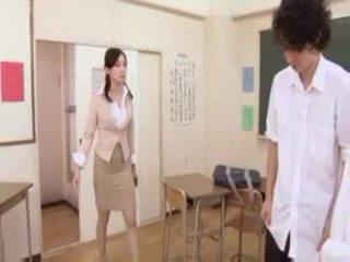 Гаряча японська вчитель