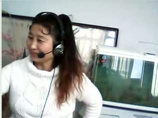 Cinese milf shows breast e mutandine