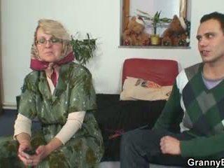 Nakal nenek gives naik dia tua alat kelamin wanita