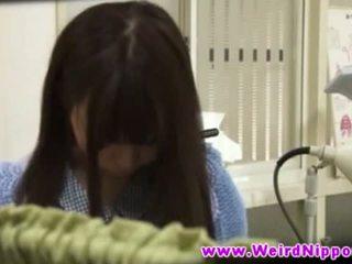 Seksi drobcene japonsko bejba undresses