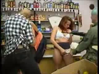 Teinit hyväksikäytettyjen at mini markkinat (fantasy) video-