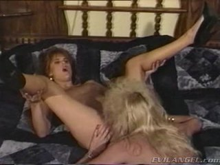 2 lokma babes licking, hikaye & toying her diğerleri holes