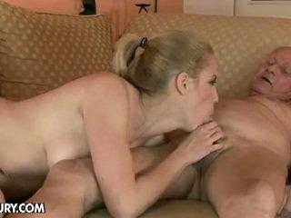 Blondinke bejba fucks s an old man