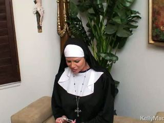 बड़े स्तन आदर्श, nun हॉट, पूर्ण एमआईएलए नई