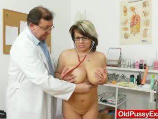 巨大な ナチュラル melon サイズ titties アット obgyn physician